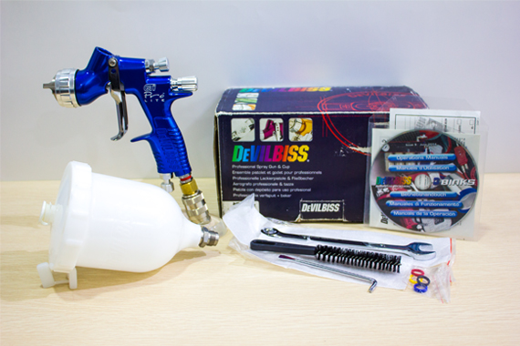 PRO L-TE10B-13 Devilbiss Professional Spray Gun & Gravity Cup & Base